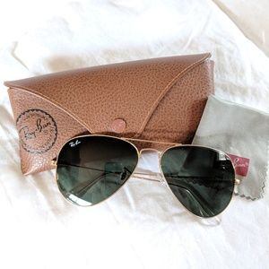 Ray-Ban • Large Aviator Sunglasses